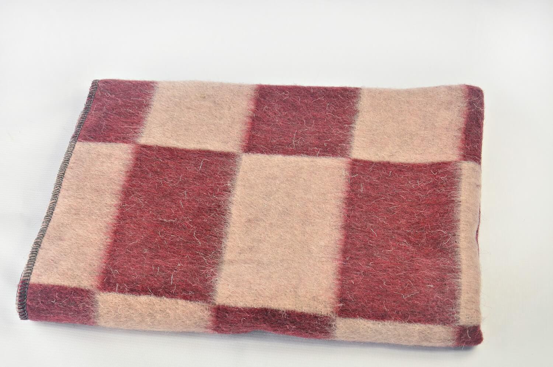 Одеяло полушерстяное 100*140см. Плотность 500 г/м2 (Крупная клетка, бордовый)